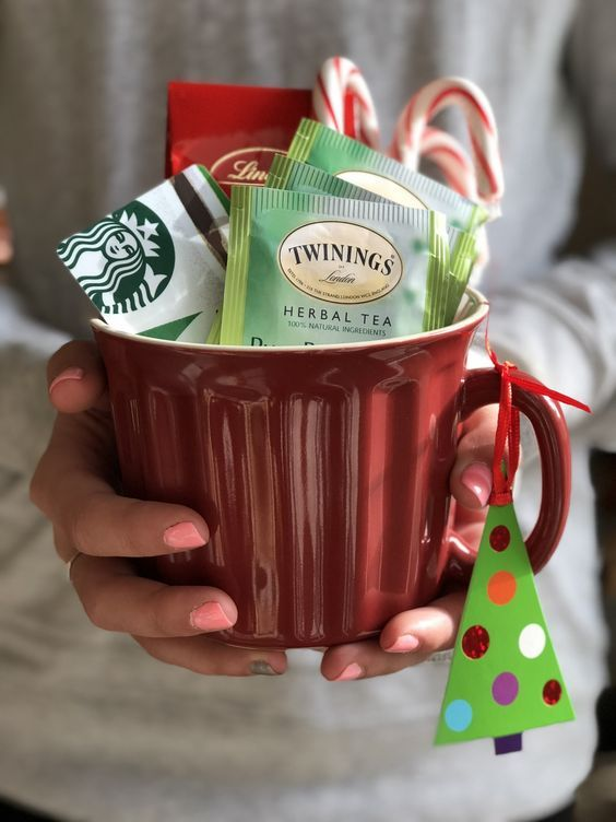 Warmly Welcome Your Guests with Christmas-Inspired Gift Basket